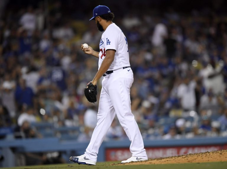 Dave Roberts calls out Dodgers fans for booing Kenley Jansen