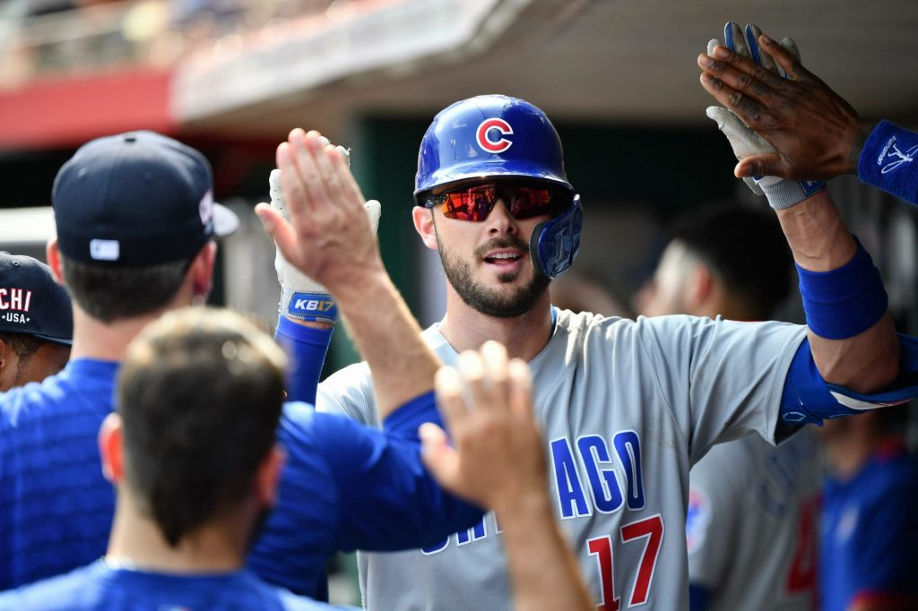 Kris Bryant leaves Cubs game with right hamstring tightness