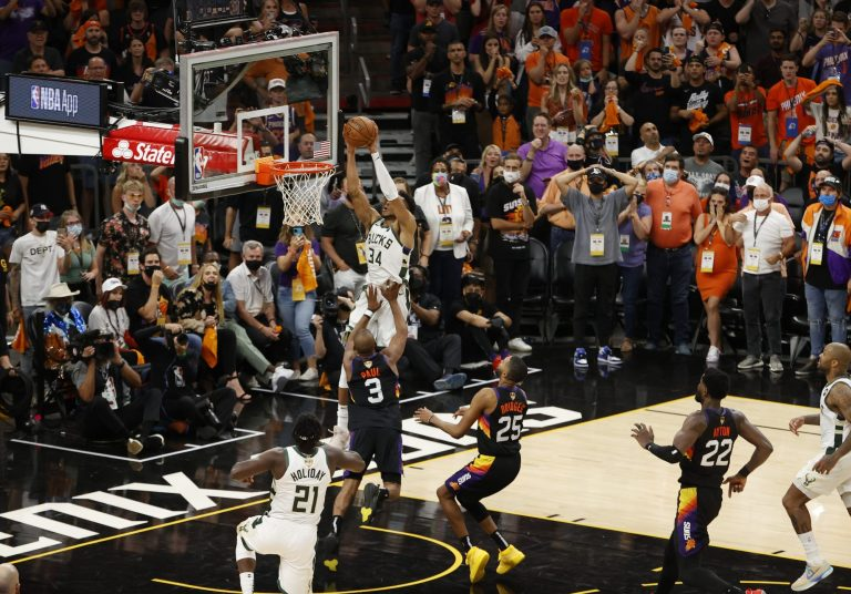 Twitter freaks out over Jrue-to-Giannis dagger to beat Suns in Game 5