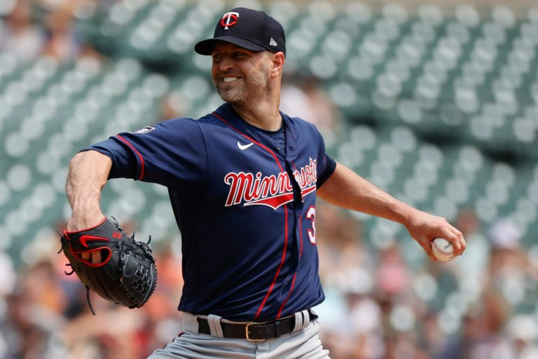 Cardinals acquire J.A. Happ from Twins