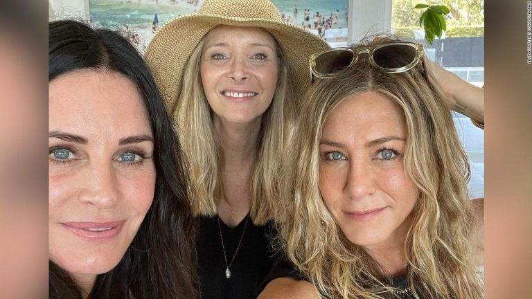 Courteney Cox, Jennifer Aniston and Lisa Kudrow party together on July 4th