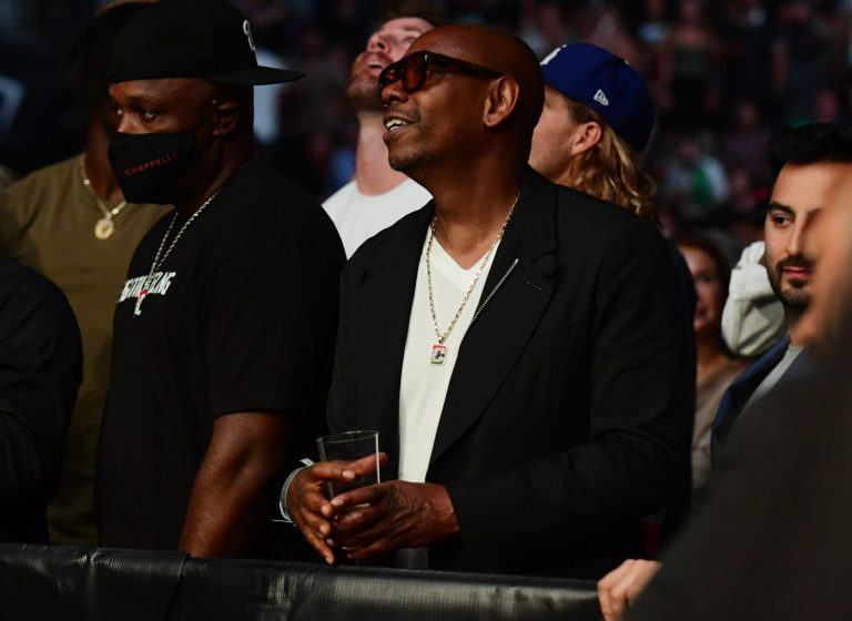 Dave Chappelle living his best life at Jake Paul vs. Tyron Woodley fight