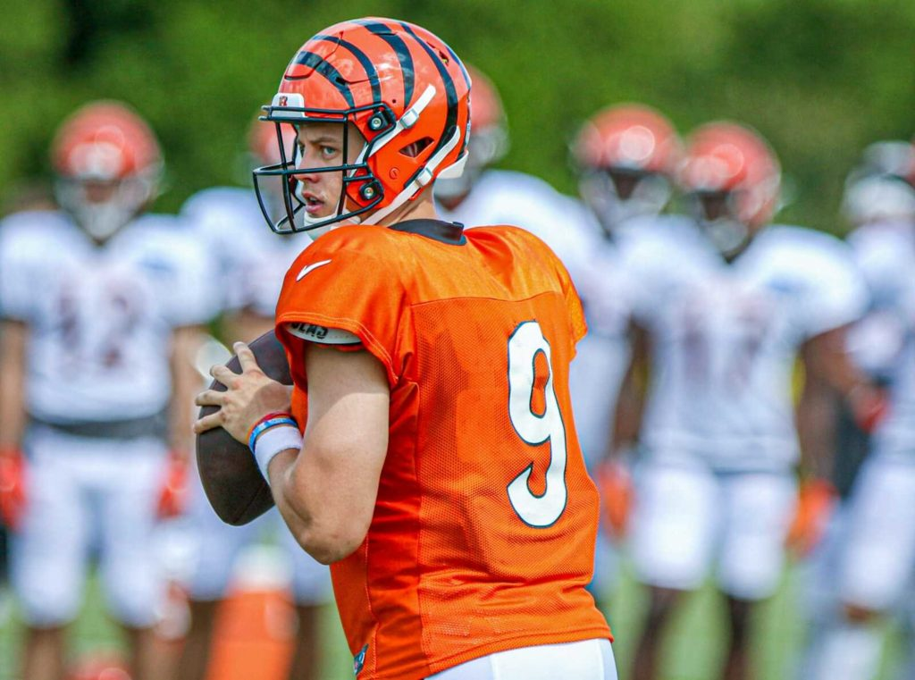 Bengals teammate says Joe Burrow looks concerned about his knee