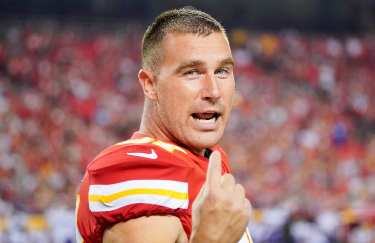Travis Kelce gives NSFW description of Chiefs play, Patrick Mahomes on Manning broadcast