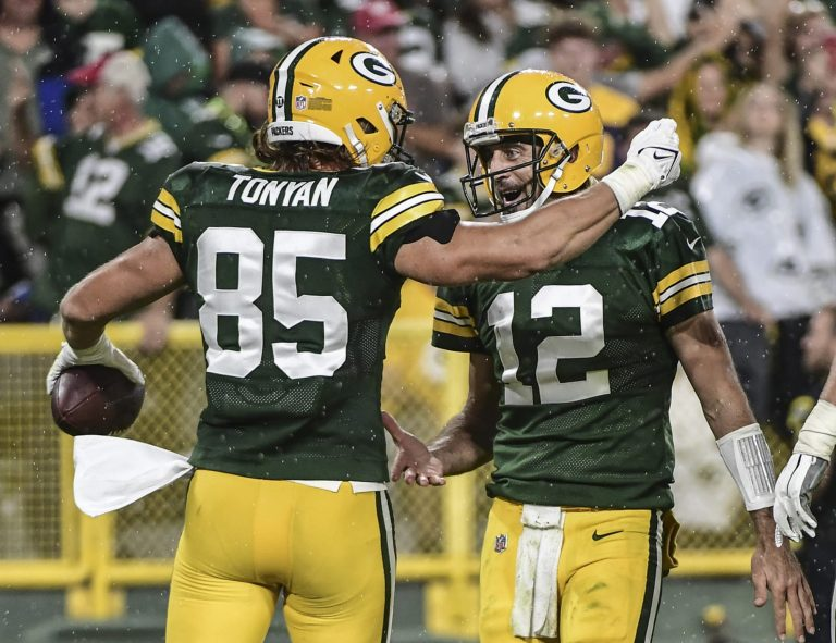 Skip Bayless, Stephen A. Smith and NFL Twitter react to Aaron Rodgers decisive MNF win