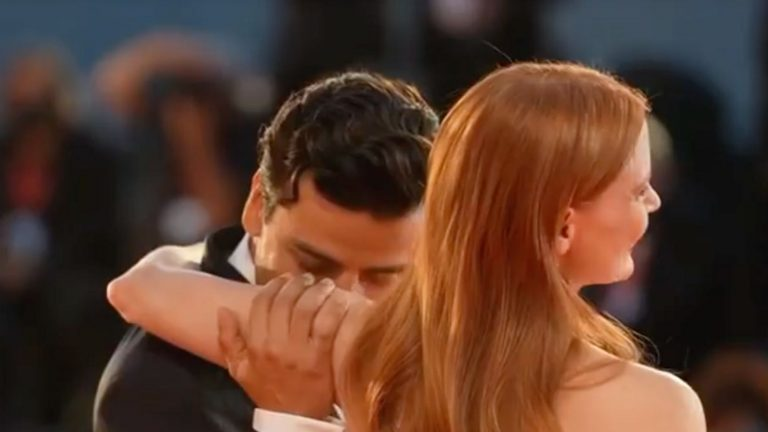 Jessica Chastain And Oscar Isaac's Steamy Red Carpet Chemistry Gets People Talking
