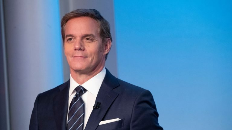 Fox News Anchor Walks Out After Restaurant Requests Photo ID With Vaccine Card