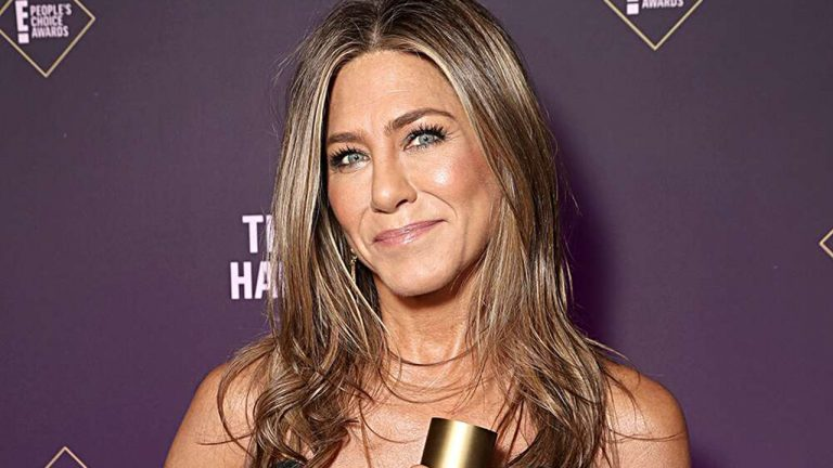 Jennifer Aniston says she'd like to date someone who isn't a public figure: 'That'd be nice'