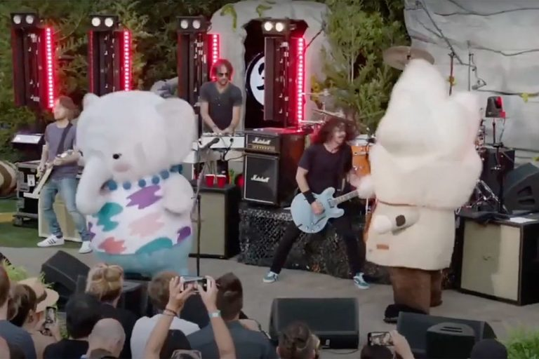 Dave Grohl Cracks Up While Foos Perform With Dancing Mascots