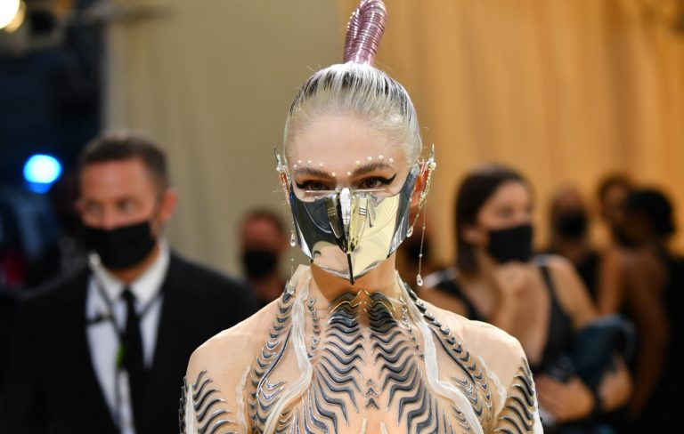 Grimes says she staged photo to trick paparazzi following her