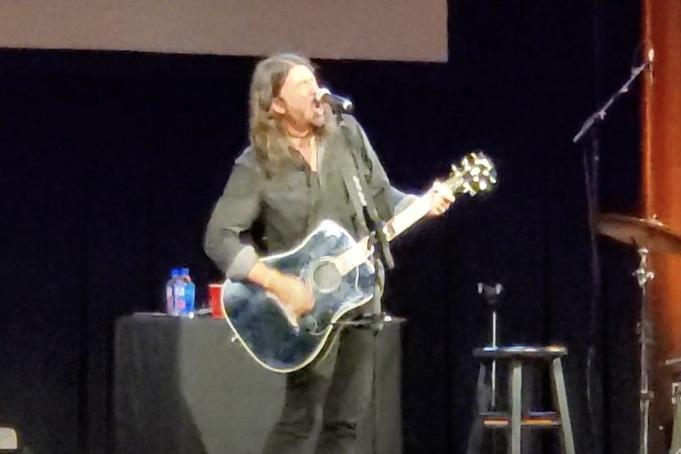 Watch Dave Grohl Play Nirvana and Foo Fighters Hits at Book Event
